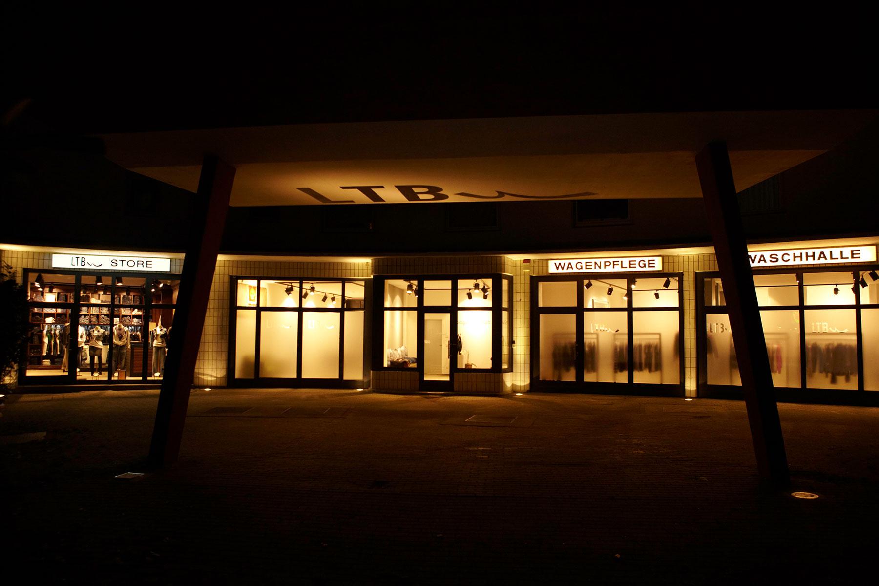 LTB-showroom in einer alten Tankstelle.